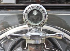 1914 Chevrolet H ornament